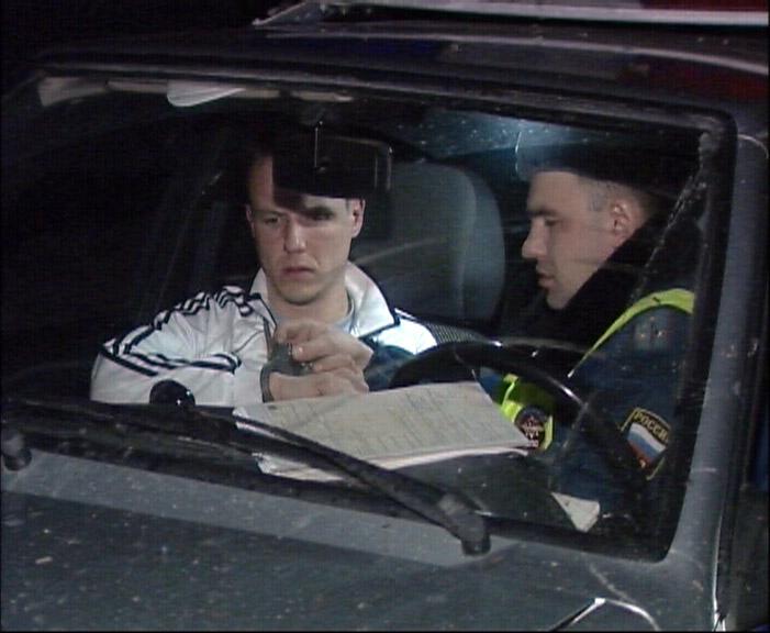 На Уралмаше Hyundai сбил две машины, удирая от полиции