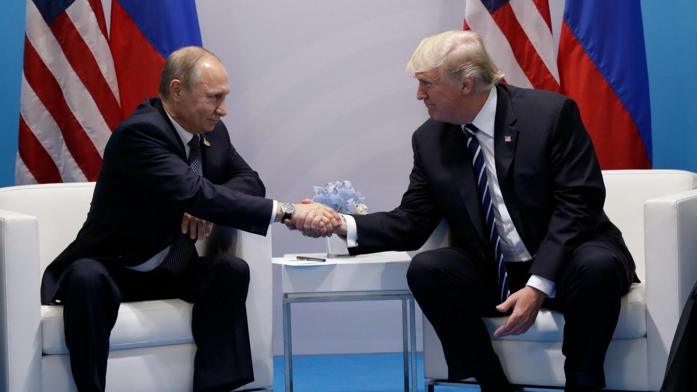 Специалист пояснила «язык тела» Трампа и В.Путина вовремя встречи