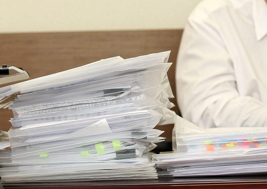 Не смогли собрать налоги: свердловское правительство экстренно сокращает бюджетные траты