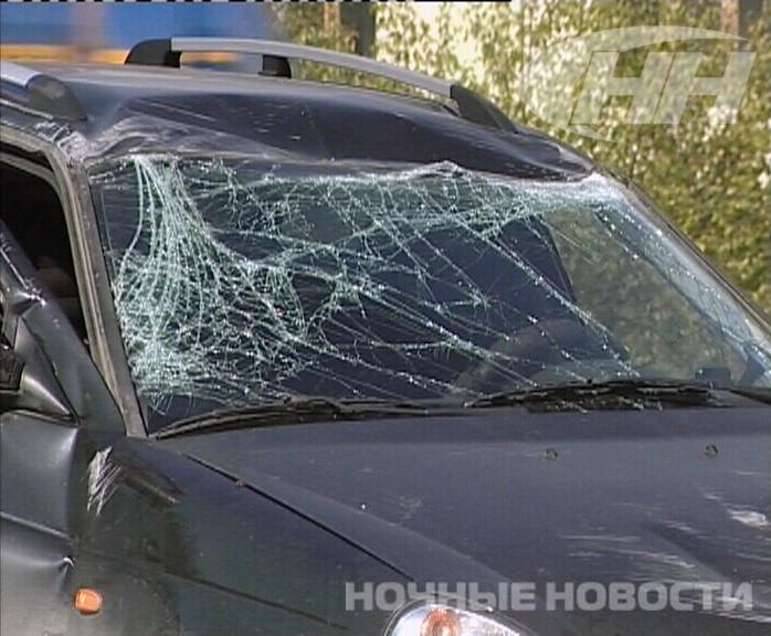 В Екатеринбурге «Лада» врезалась в маршрутку и перевернулась