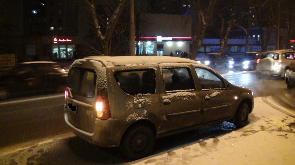 На Уралмаше водитель сбил двух детей на пешеходном переходе