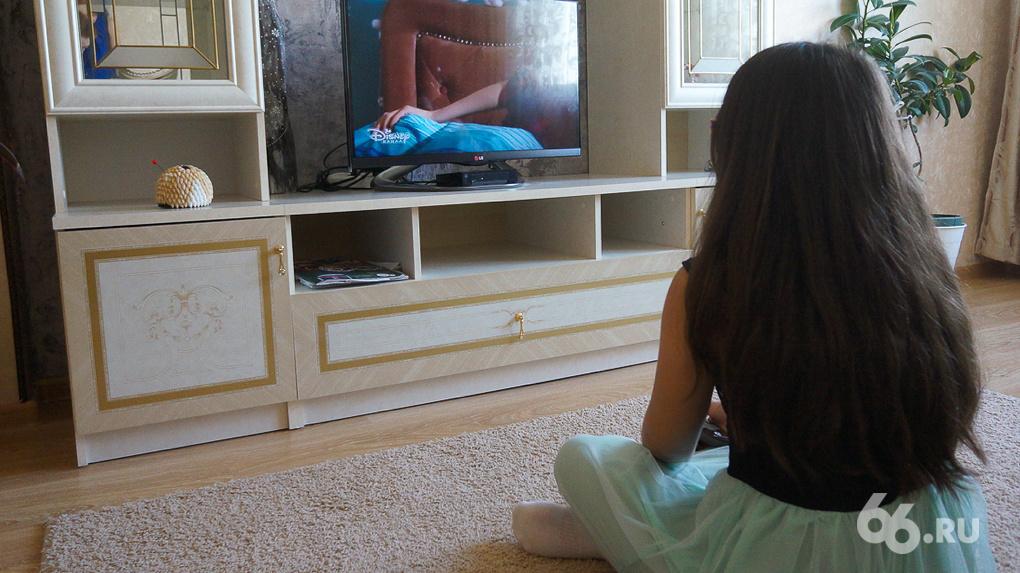 Сохраните ему зрение и здоровую психику: как приучать ребенка к телевизору