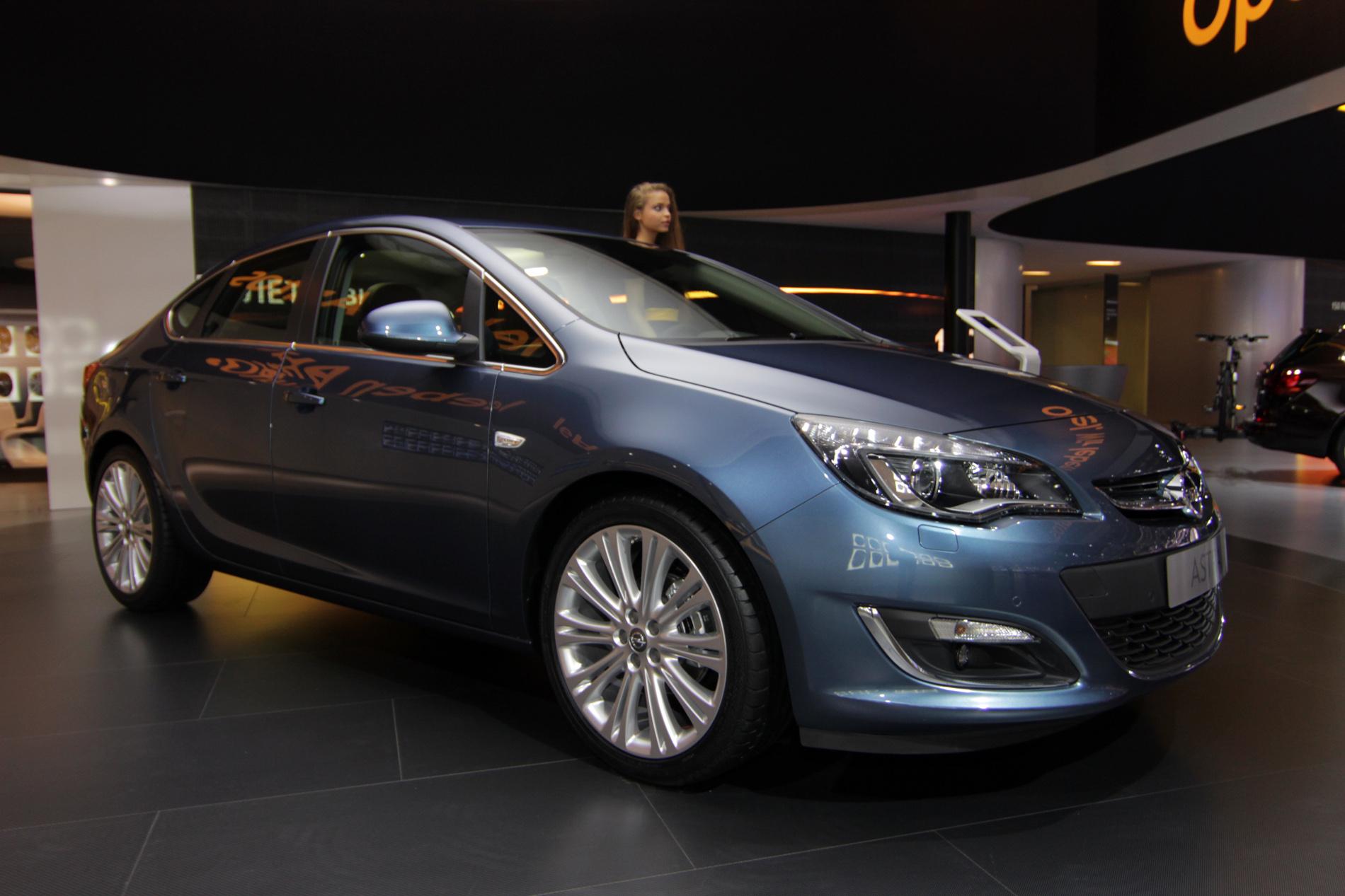 Opel Astra наконец-то стал седаном и показался публике