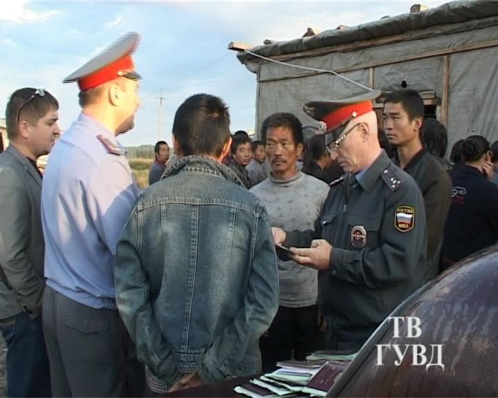 Сысертские полицейские нашли в кустах конопли восемь нелегалов