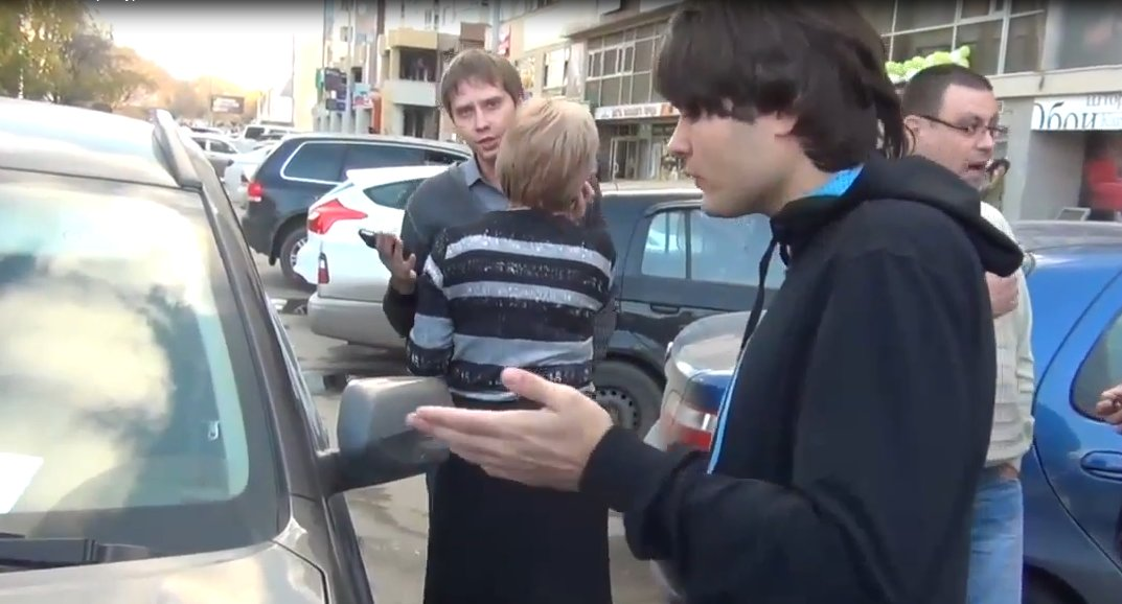 В Екатеринбурге борцов за парковку шлют по матушке и угрожают