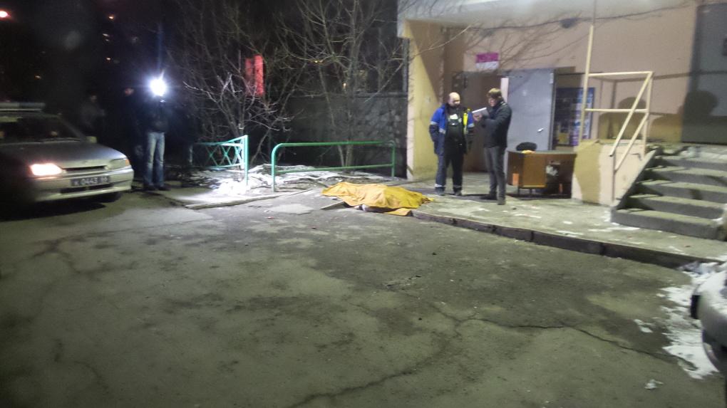 На Большакова женщина выпала с балкона 8-го этажа