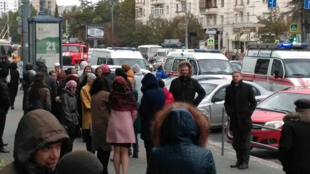 ВЧелябинске возобновили эвакуацию из-за звонков с опасностями