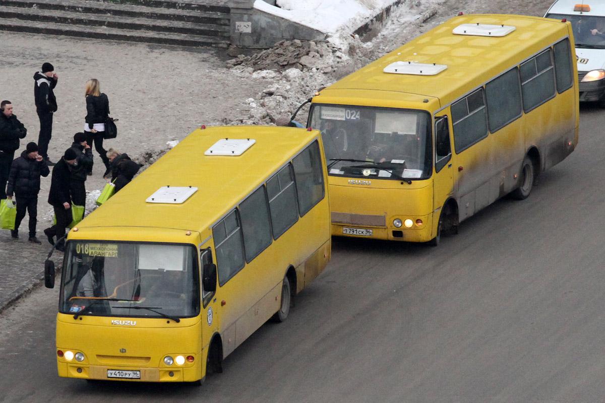 В Екатеринбурге из маршрутки выпала женщина