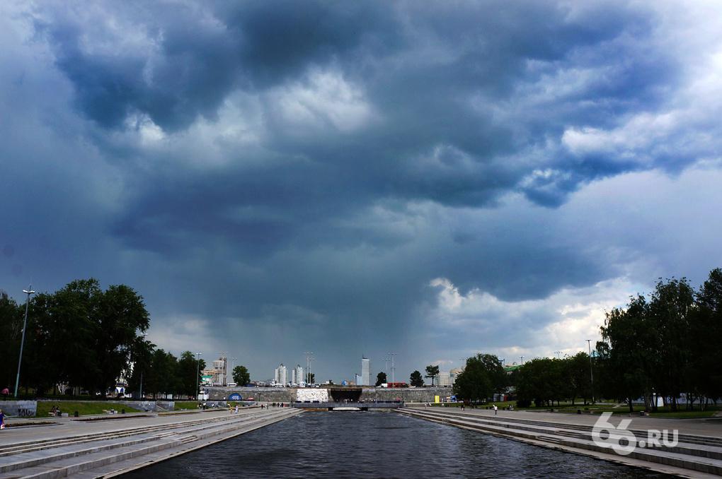 Штормовое предупреждение: в Свердловской области ожидаются дожди, грозы, град