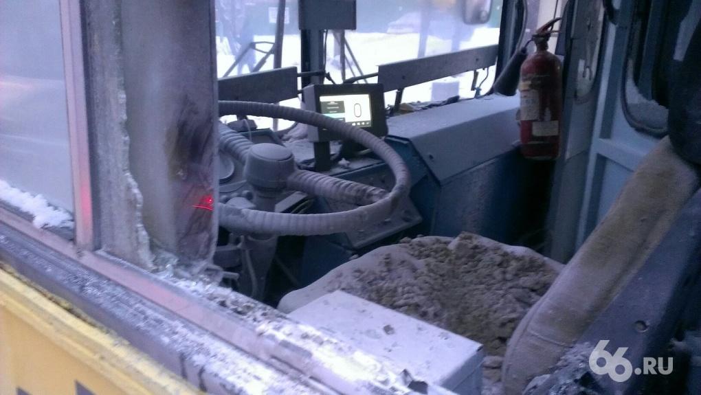 На Малышева в час пик загорелся троллейбус