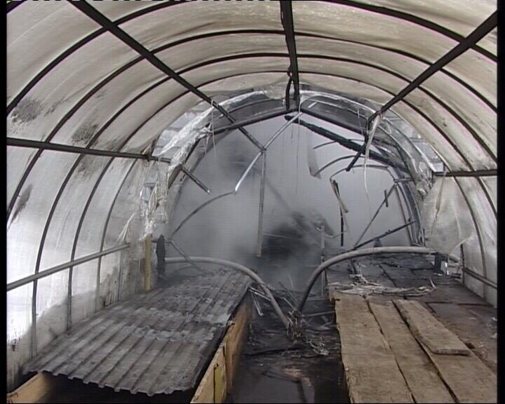 На Вторчермете рабочие случайно спалили теплицу