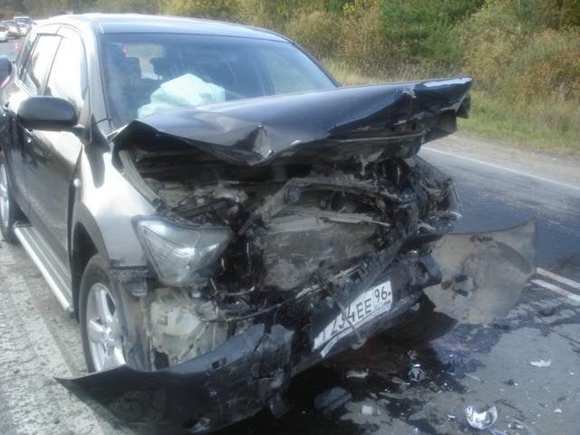 При столкновении Kalina и RAV4 на Старотагильском тракте погибли два человека
