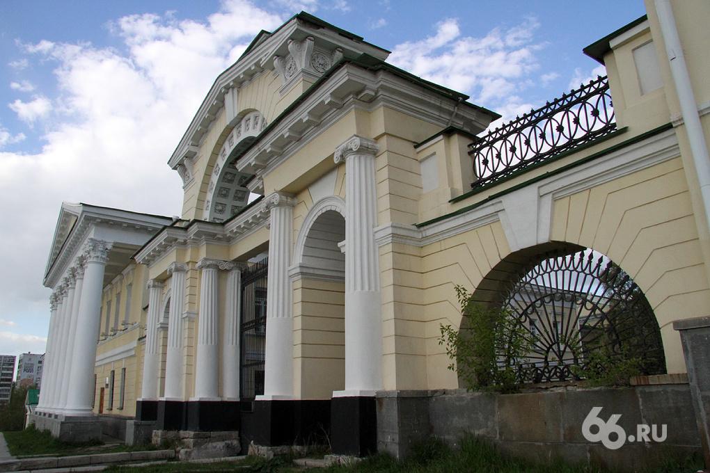 Борьба ЗА: жадный Минкульт не отдает дом Харитонова Екатеринбургу