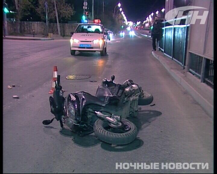 На Уралмаше пьяная девушка на мопеде врезалась в мотоцикл