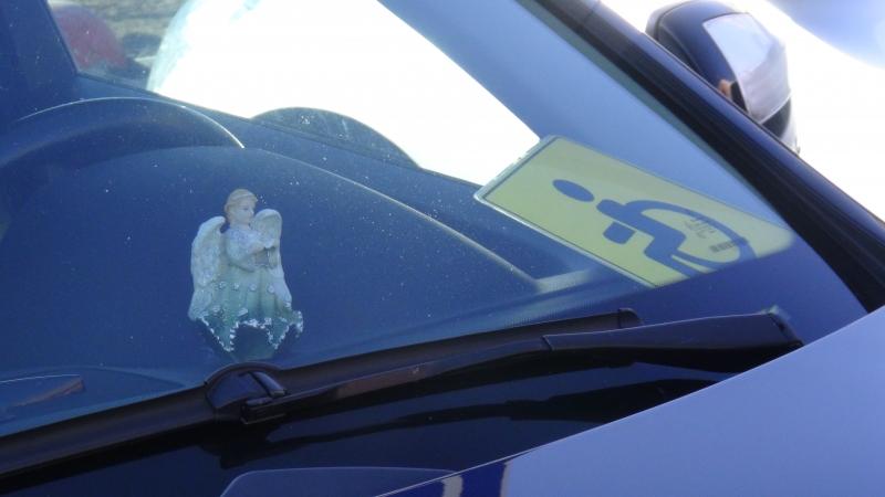 ГИБДД взялась за екатеринбуржцев, которые занимают парковки для инвалидов