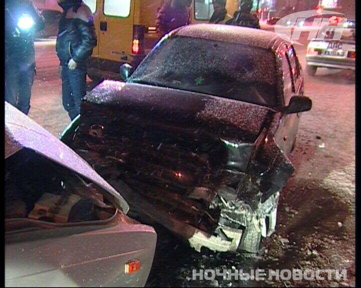 На Крауля Daewoo, уходя от столкновения, врезалась в другую машину