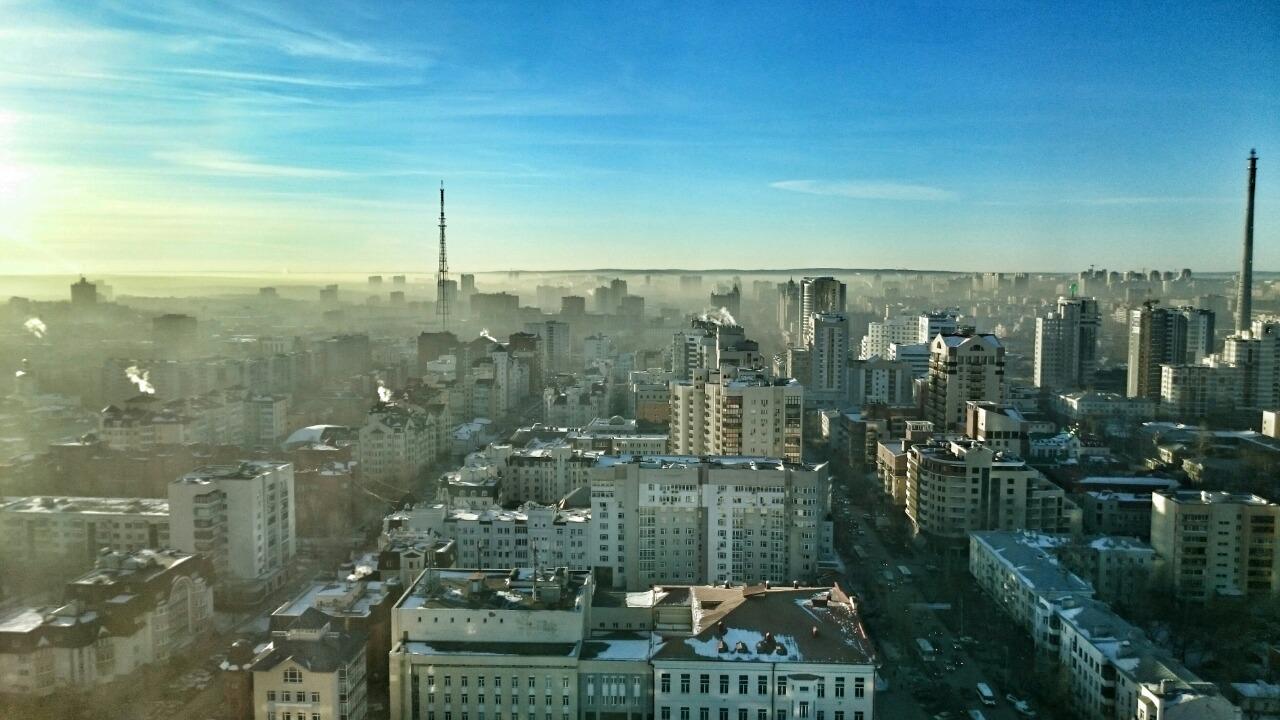 Екатеринбург окутало смогом: к концу недели промышленную пыль прибьет снегом