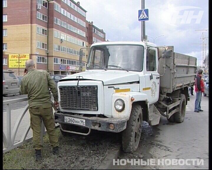 На Краснолесье грузовик сбил двух школьниц