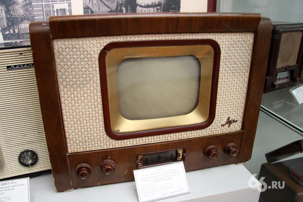 Эволюция телевидения: лупа к экрану и пульт на проводе