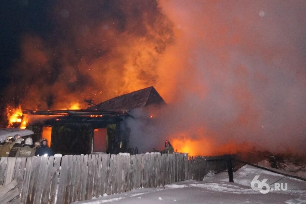 В Дегтярске на пожаре погибли 11-летний ребенок с матерью
