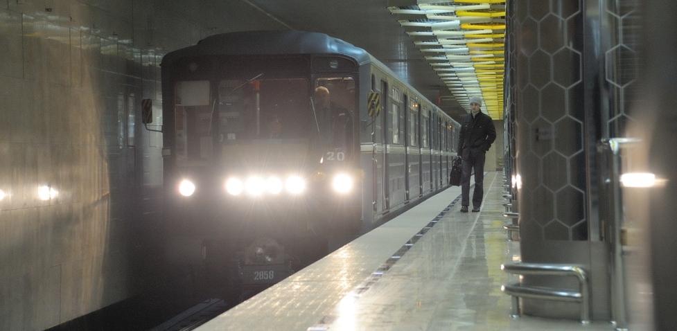 Восьмилетний ребенок упал на рельсы станции метро «Геологическая». Видео