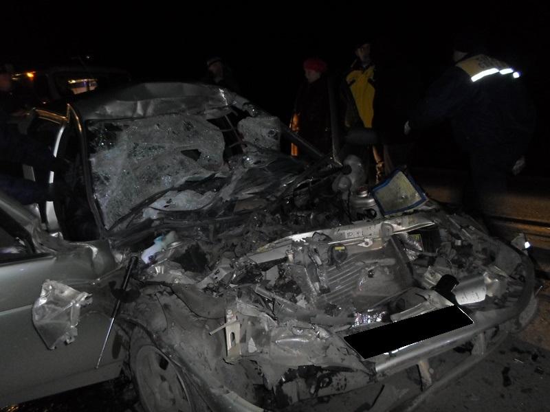 На трассе в Свердловской области легковушка влетела в грузовик