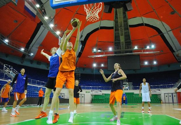 Баскетболистки УГМК разгромили «полицейских» из Новосибирска