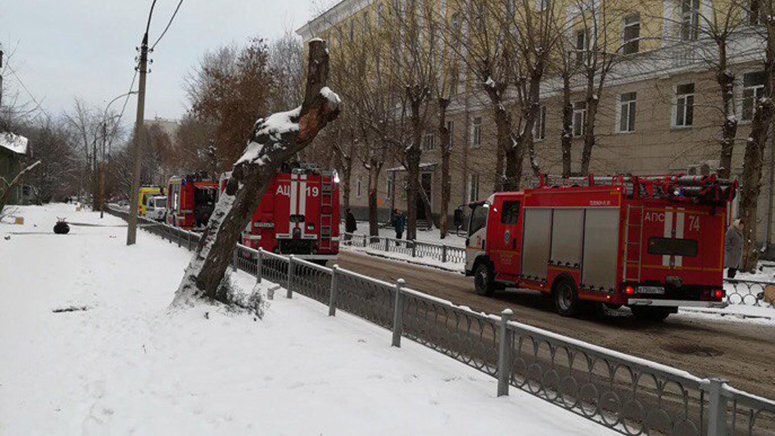 ВЕкатеринбурге из-за пожара наулицу вывели жильцов пятиэтажки