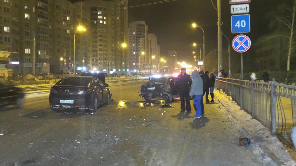 Три человека пострадали в ночной аварии на Уралмаше