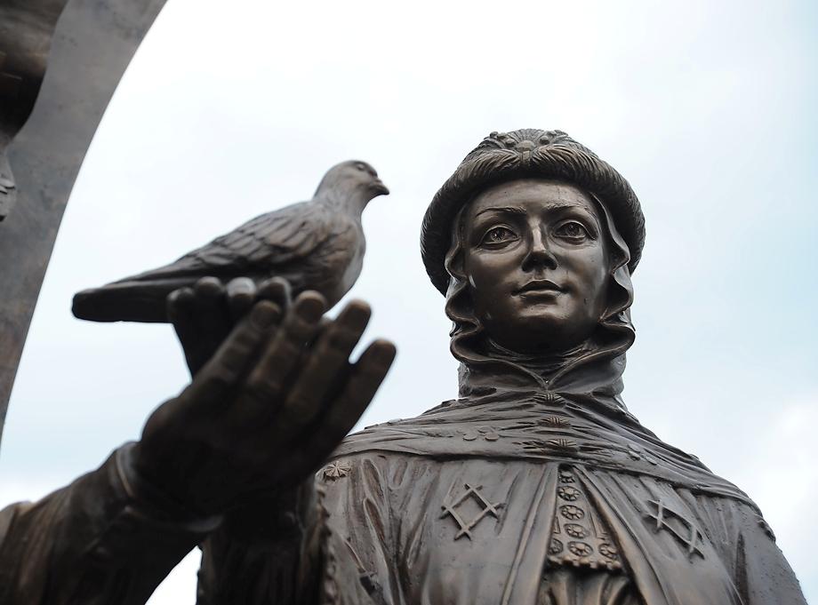 В Екатеринбурге открыли памятник Петру и Февронии Муромским