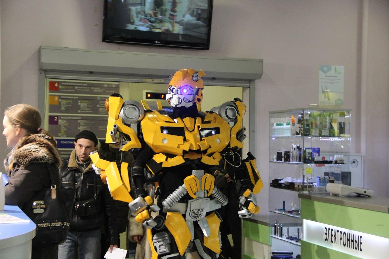 Роботы научат екатеринбуржцев обольщать женщин и любить Родину