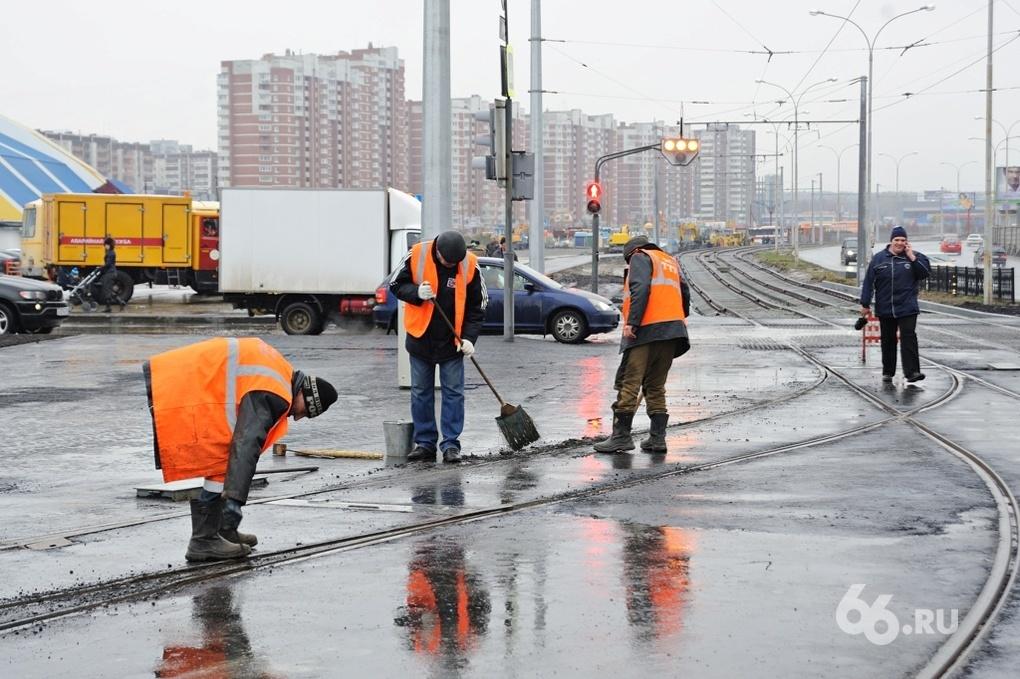 На Уралмаше и Пионерке в выходные перекраивают движение трамваев из-за замены рельсов