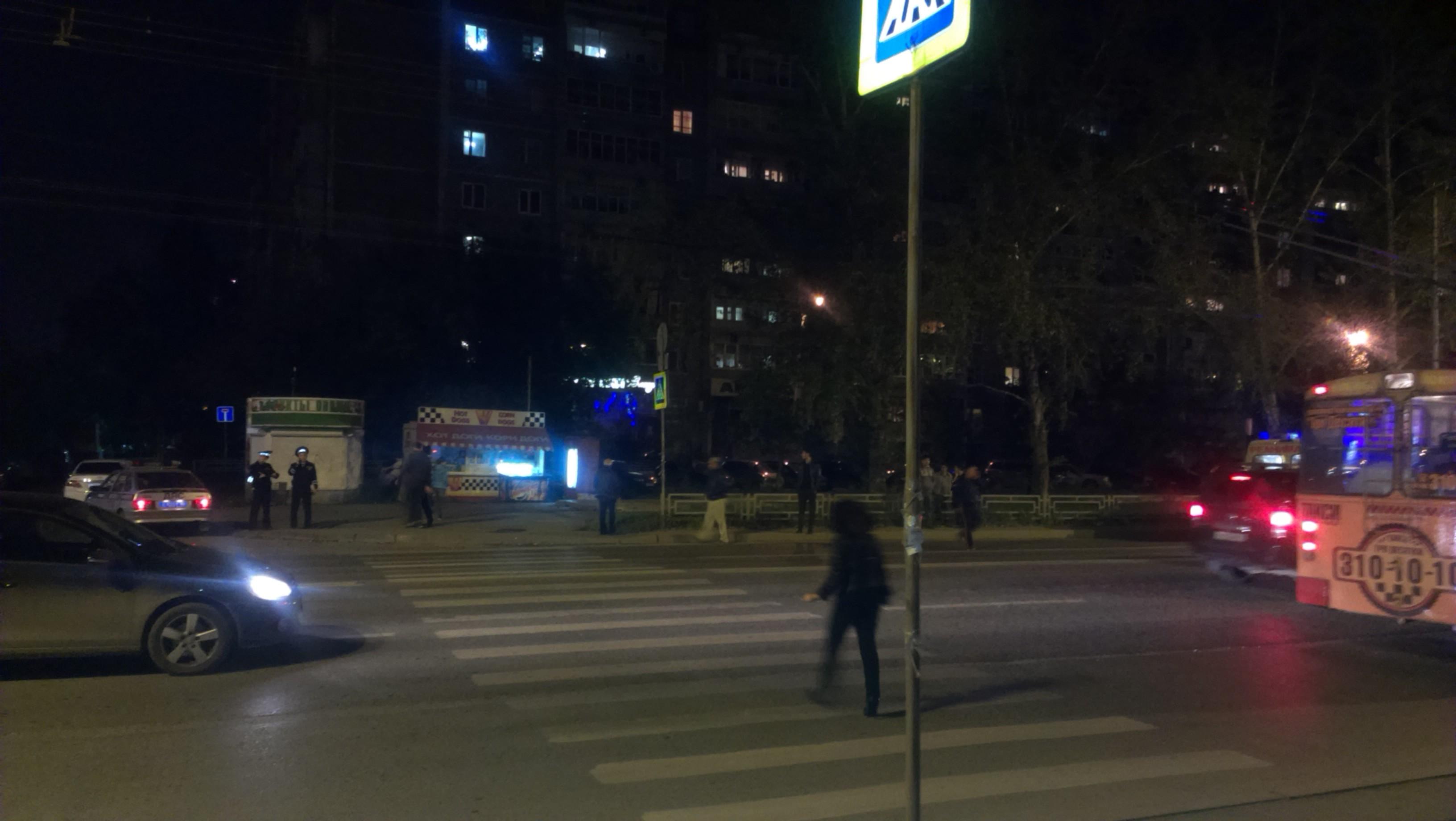 В Екатеринбурге Ford Focus сбил девушку на пешеходном переходе