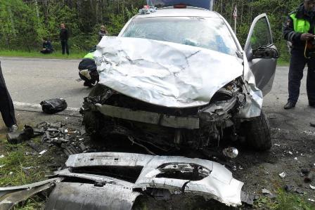 Под Кушвой при лобовом столкновении двух машин погибла женщина