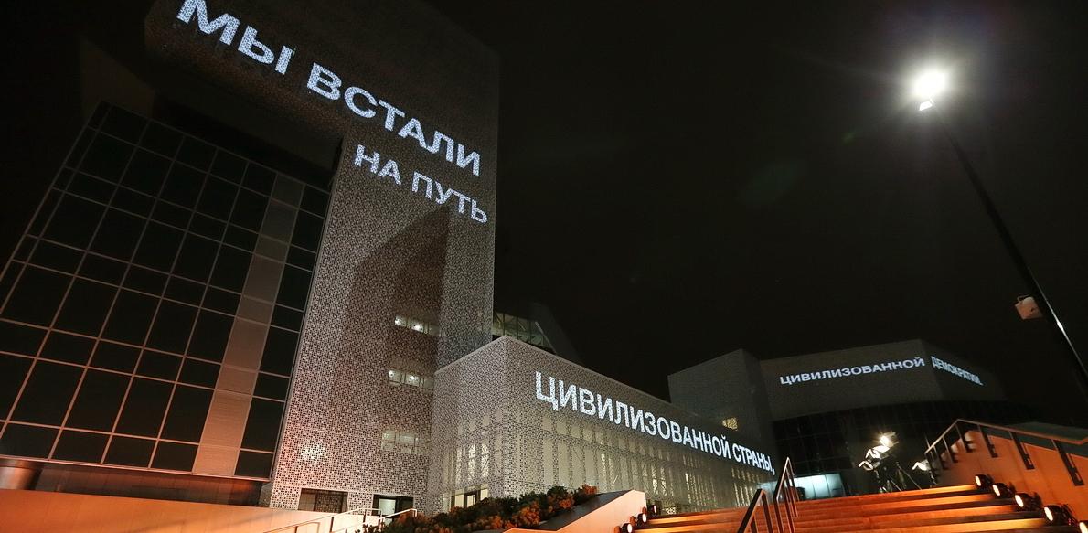 Битва пиксельных гигантов: что не так с ночным освещением Екатеринбурга
