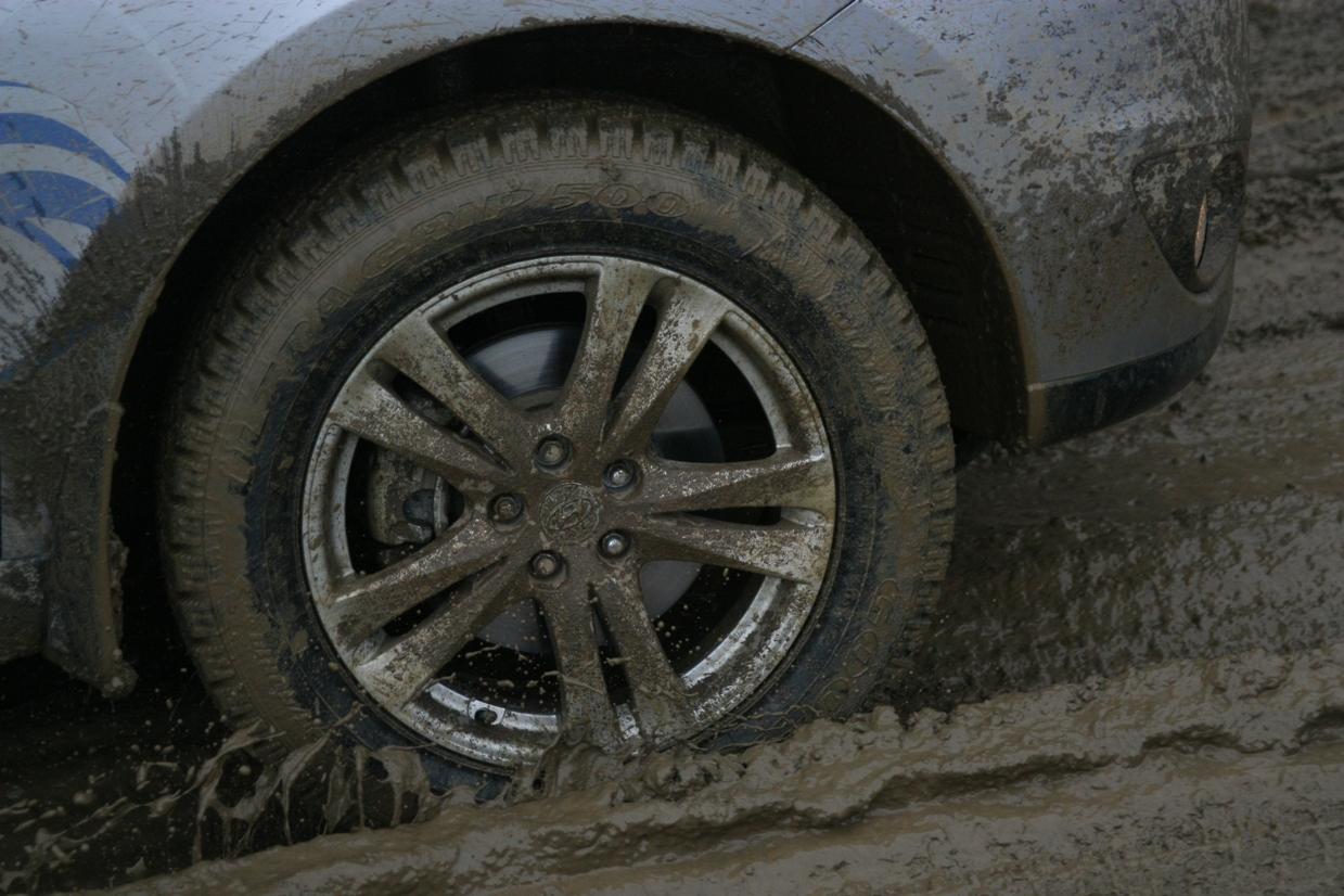 В Екатеринбурге автомобилист выиграл у дорожников 364 тысячи рублей