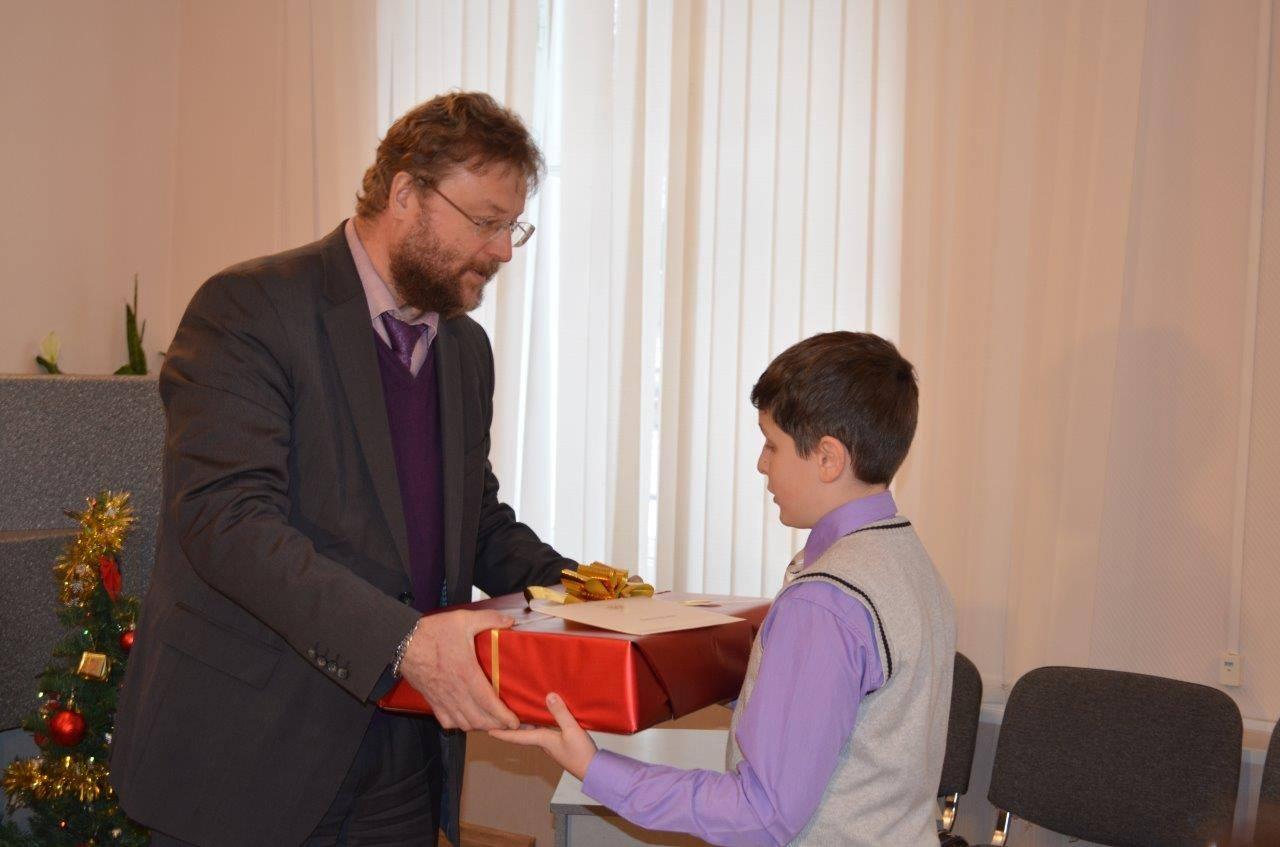 Дед Мороз Владимир Путин: школьники из Свердловской области получили подарки от президента