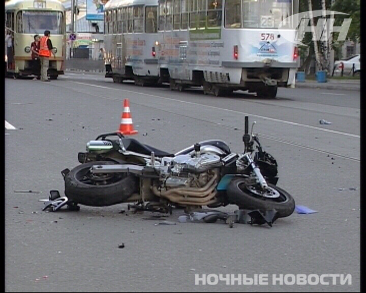 Два мотоциклиста попали в аварию на Луначарского