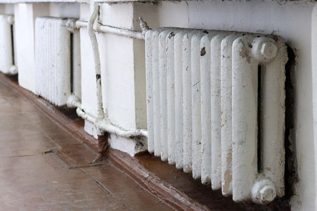 В УрФУ из-за потопа обрушилась плитка с потолка