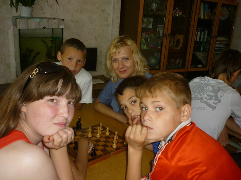 Свердловские полицейские обыграли детдомовцев в шашки