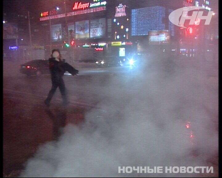 Из-за прорыва трубы на Амундсена улица превратилась в каток