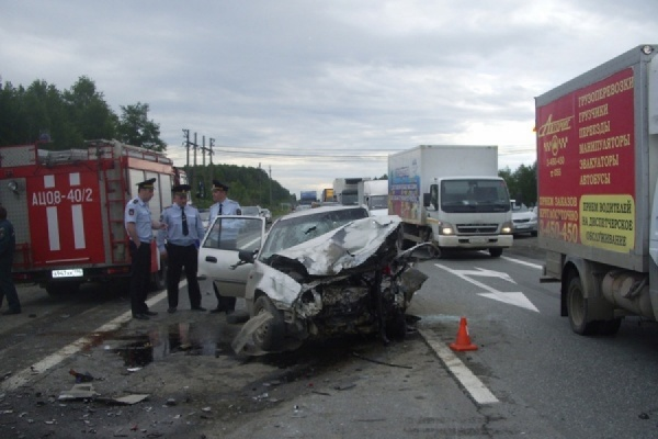 На трассе Екатеринбург — Тюмень в аварии пострадала беременная женщина