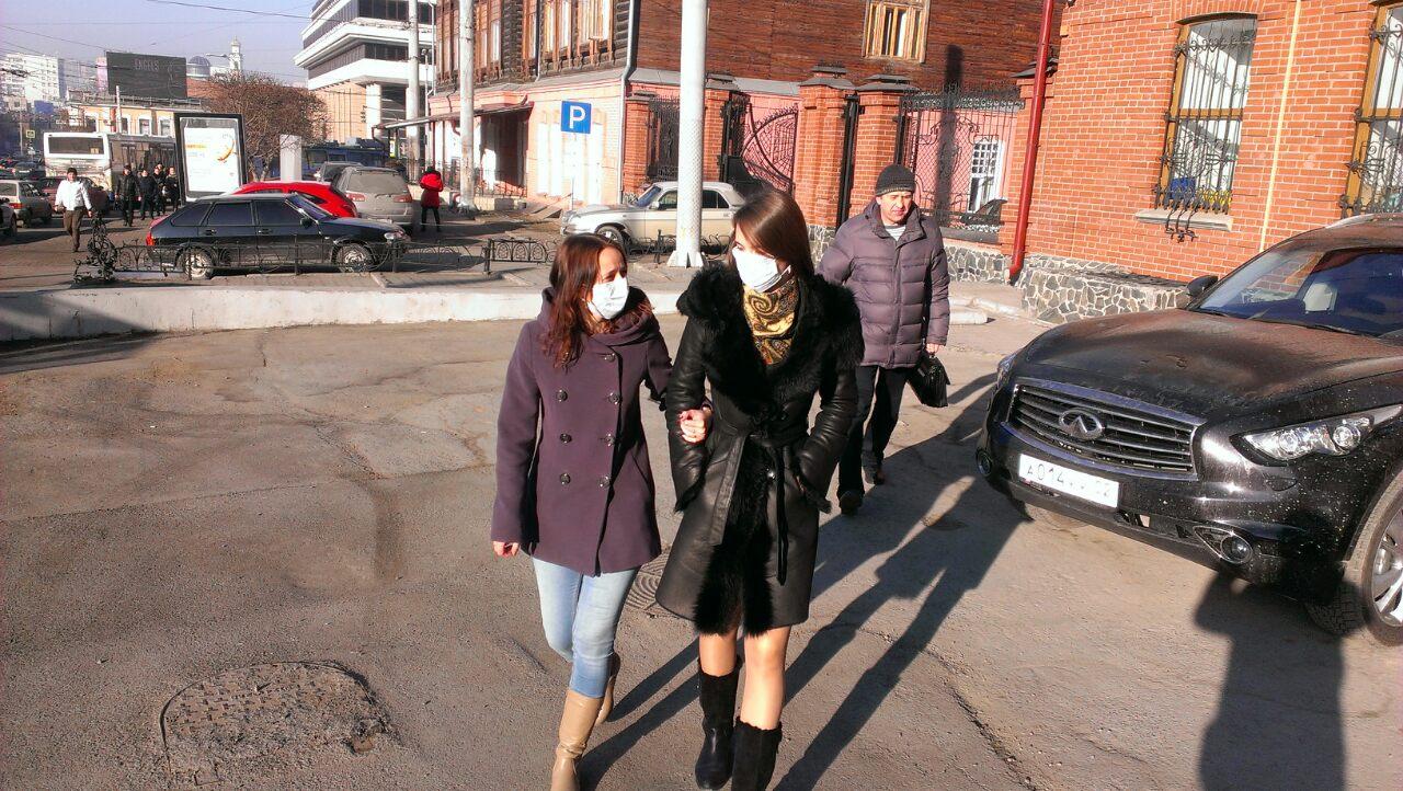 Нечем дышать: жители Екатеринбурга скупают маски