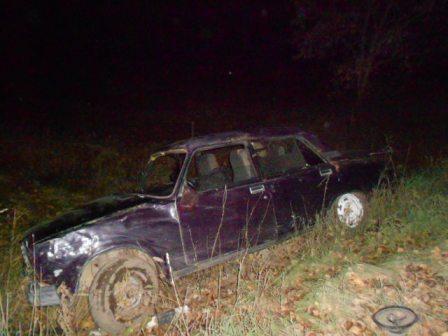 В Заречном пьяный водитель без прав перевернул машину