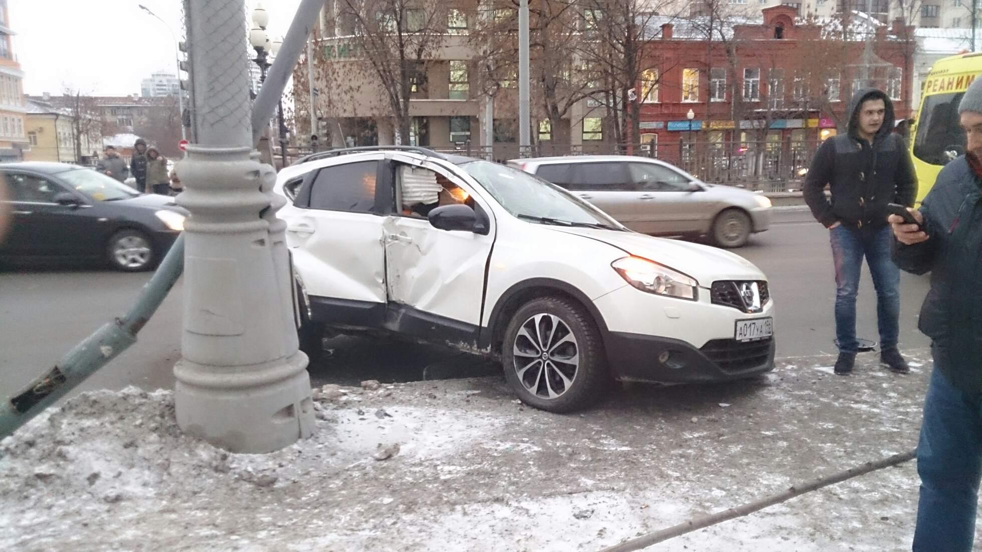 На перекрестке Ленина — Жукова кроссовер сбил четырех пешеходов