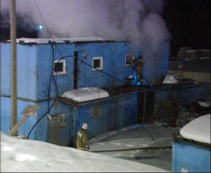 Ночью в Академическом горели строительные вагончики