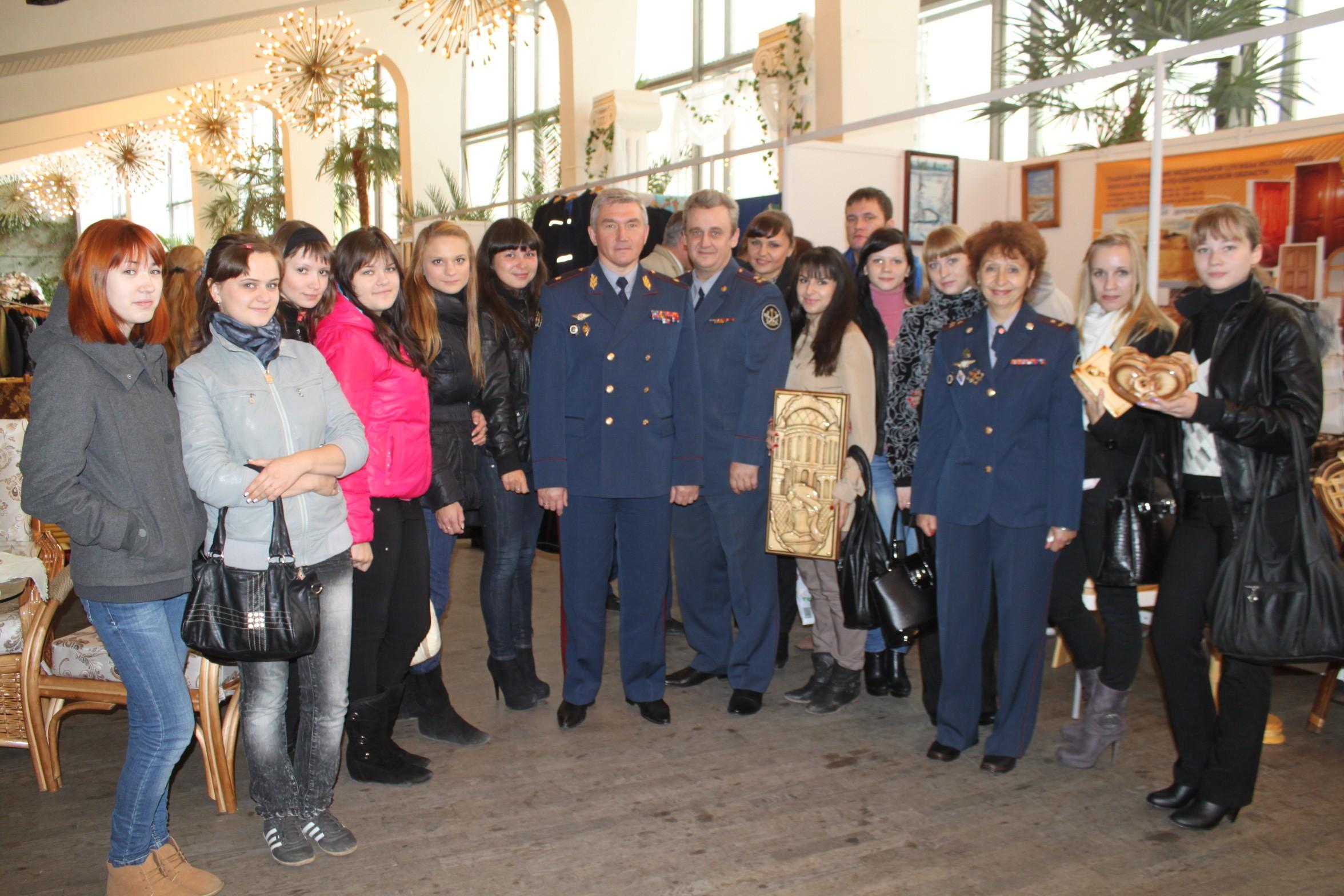 Во Дворце молодежи открылась ярмарка тюремных ремесел