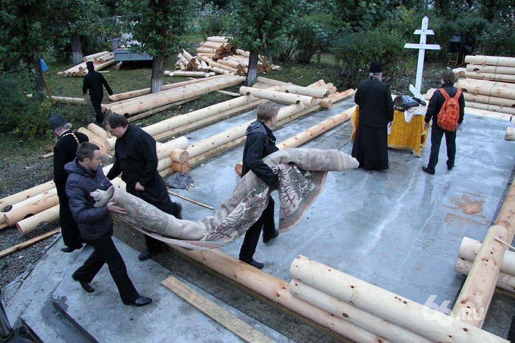 Фоторепортаж 66.ru: построим храм за один день