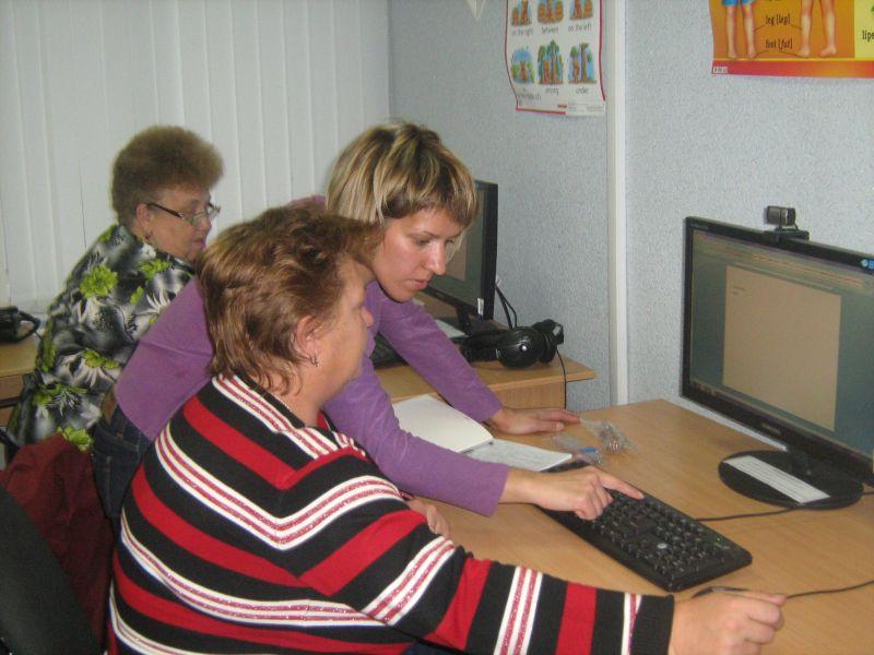 В области 1,5 тысячи пенсионеров освоят интернет до конца года