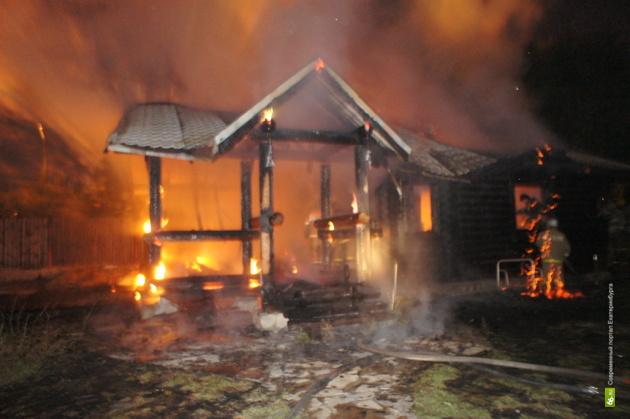 Пожар захватил коллективный сад под Сысертью
